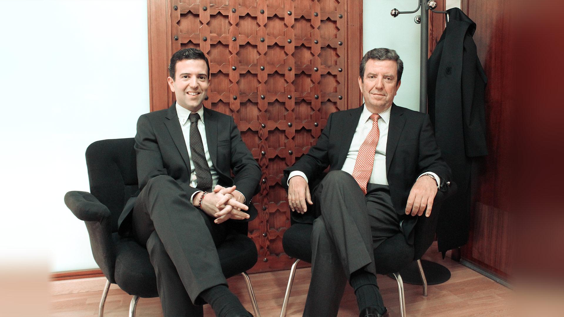 Juan y Marcos Tello en el despacho de Tello Abogados